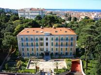 Просторные апартаменты в роскошном дворце