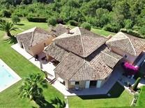 Просторное имение в окрестностях Кань-сюр-Мер