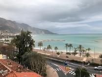 Апартаменты с эффектной панорамой в Ментоне
