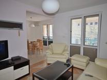 Современная квартира-дуплекс недалеко от моря в Доброте