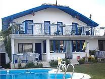 Двухэтажный дом с бассейном в Бяле