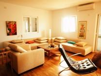 Апартаменты с двумя спальнями в комплексе с бассейном в Петроваце