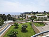 Квартира с большой террасой в красивой резиденции