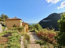 Дом с большим участком в 10 минутах от Монако