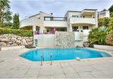 Дизайнерская вилла с бассейном в окрестностях Ниццы