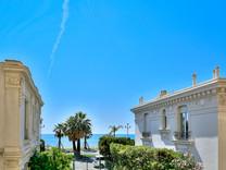 Буржуазная квартира с видом на Promenade Des Anglais