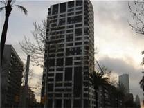 Четырехкомнатная квартира в новом комплексе в Барселоне