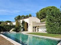 Красивый дом в престижном домене Лез О де Вогренье