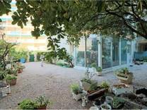 Квартира с частным садом возле отеля Martinez