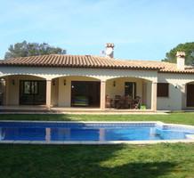 Новая вилла с бассейном в Santa Cristina d'Aro, продажа. №38414. ЭстейтСервис.