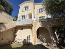Вилла с пятью спальнями поблизости от Монако
