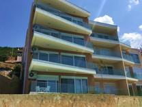 Новые квартиры на первой линии в Добра Вода
