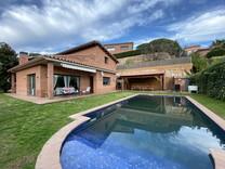 Дом с гостевой квартирой в Sant Andreu de Llavaneres