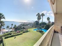 Большой пентхаус с видом на море в районе Californie