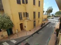 Квартира с боковым видом на море в Ментоне