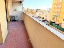 Трехкомнатная квартира с видом на море в Ницце