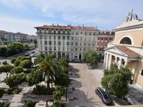 Восьмикомнатный пентхаус в центре Ниццы