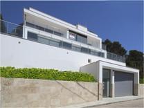 Трёхуровневый дом в урбанизации Serra Brava