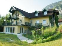Уютный дом с апартаментами поблизости от озера