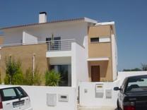 Современный дом в пригороде Alcobaça
