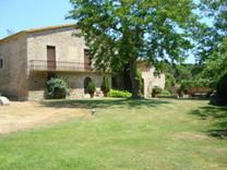 Солидное поместье с гостевым домом в Llagostera