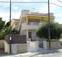Дом с тремя спальнями в районе пляжа La Llosa, г. Камбрильс, продажа. №34199. ЭстейтСервис.