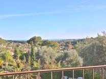 Дом с бассейном и панорамным видом в Биоте