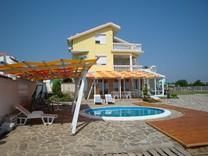 Трехэтажный дом с видом на море в Черноморце