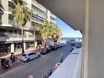 Двухкомнатная квартира с видом на море в Палм Бич