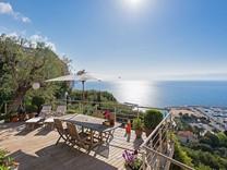 Элегантные апартаменты с прямым видом на море и порт