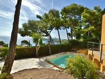 Уютная вилла с шикарным садом в Eze Bord de Mer