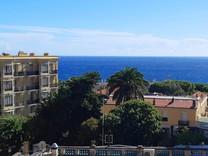 Четырехкомнатная квартира с видом на море в Кап-Дай