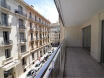 Квартира с большой террасой возле Boulevard Victor Hugo