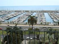 Пентхаус с прямым видом на море в Ментоне