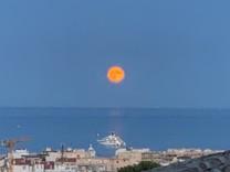 Трёхкомнатная квартира с видом на море в Antibes