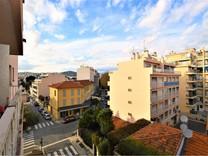 Трёхкомнатная квартира в центре Juan les Pins