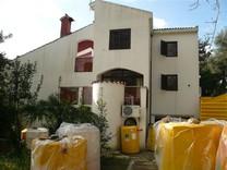 Трехэтажный дом в хорошем состоянии в Игало