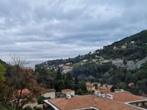 Апартаменты с видом на море и горы в Ментоне