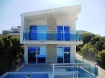 Дом с видом на море и бассейном в Утехе