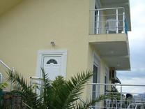 Меблированный дом с прекрасным видом на море в поселке Крашичи