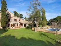 Красивое имение с большим участком в Palamos