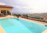 Вилла с морской панорамой в районе Fabron