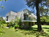 Современный дом с пятью спальнями в Биот