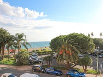 Атмосферная квартира с видом на море в районе Garavan