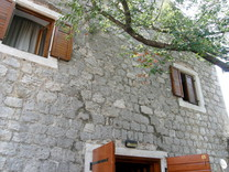Каменный дом под ремонт на Луштице