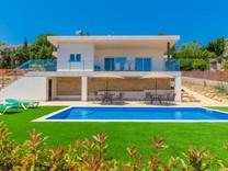 Новый дом с панорамным видом в Ллорет Де Мар