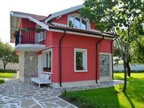 Современный дом на первой линии в пригороде Черноморца