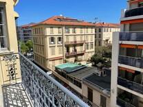 Трехкомнатная квартира в центре Ниццы, Гримальди