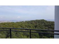 Просторные двухкомнатные апартаменты в Салоу с видом на море и горы