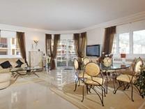 Просторная двухспальная квартира с видом на море в Монако